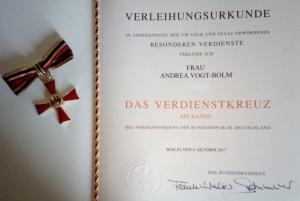 Urkunde des Bundesverdienstkreuzes von Andrea Vogt-Bolm