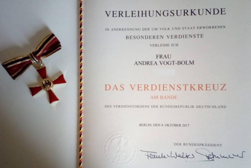 Verleihungsurkunde des Bundesverdienstkreuzes